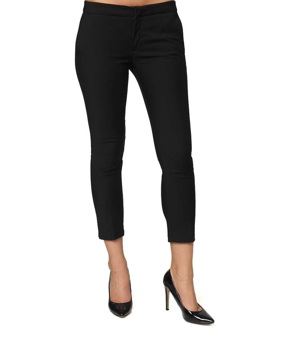 Our ladies' cotton trousers provide the ultimate relaxed fit. Choose women's black trousers for a neutral look or opt for a pair of our women's summer trousers, such as women's cropped trousers. Our women's summer trousers will keep you cool but covered when the temperatures rise.