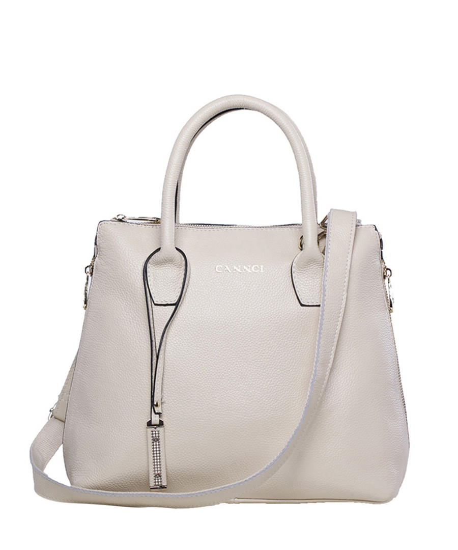 Shop the latest styles in women's handbags from Vince Camuto: find clutches, cross body bags, totes & more. Free shipping on all orders! Vince Camuto.
