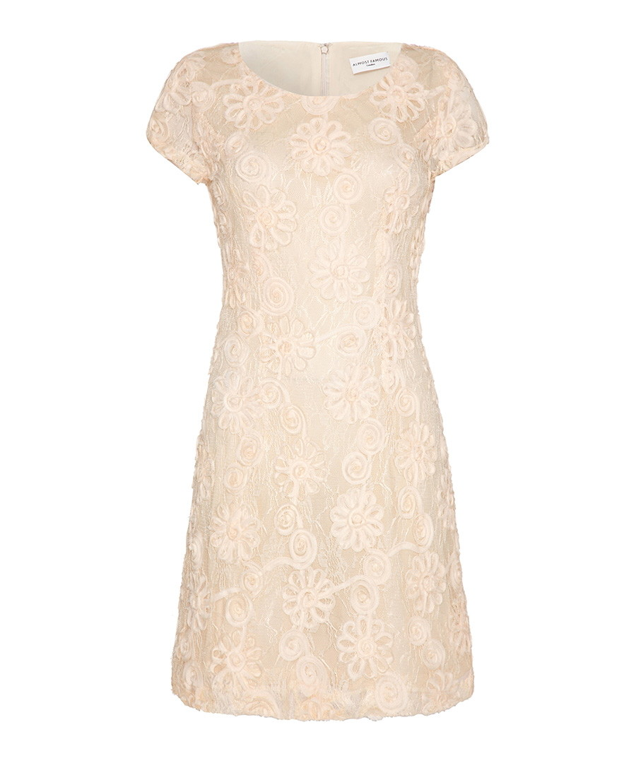 From beautiful bridesmaid dresses to lace styles and chic shift dresses, add a touch of luxury to your wardrobe with our collection of exquisite cream dresses.